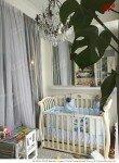 Кроватка и столик в детской