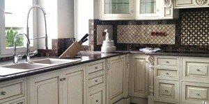 Фото кухни с подоконником-столешницей