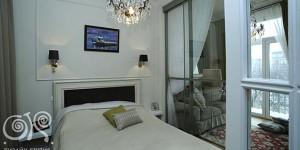Дизайн спальни со стеклянными дверьми