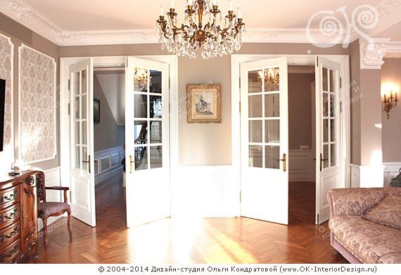 Двери в гостиной в доме